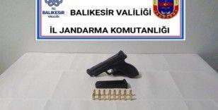 Balıkesir'de jandarma 24 aranan şahsı yakaladı