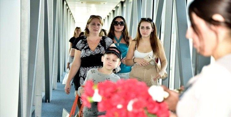 Rus turistlerin Türkiye talebi kısıtlamaların kısmen kaldırılmasıyla artışa geçti