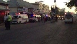 Mogadişu'da işlek bir lokantanın önünde şiddetli patlama