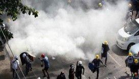 Myanmar'da güvenlik güçleri protestoculara ateş açmaya devam ediyor