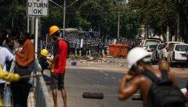 Myanmar'daki protestolarda güvenlik güçlerinin ateş ettiği 1 kişi öldü