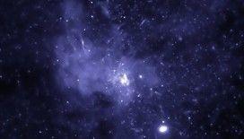 Devasa bir kara deliğin saatte yaklaşık 177 bin kilometre hızla uzayda yol aldığı keşfedildi