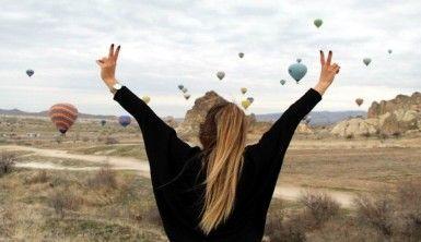 Kapadokya'da gökyüzü balonlarla renklendi