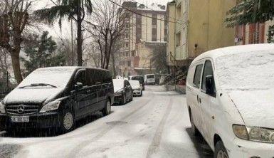 Eyüpsultan'da yollar beyaza büründü, araçlar ilerlemekte güçlük çekti