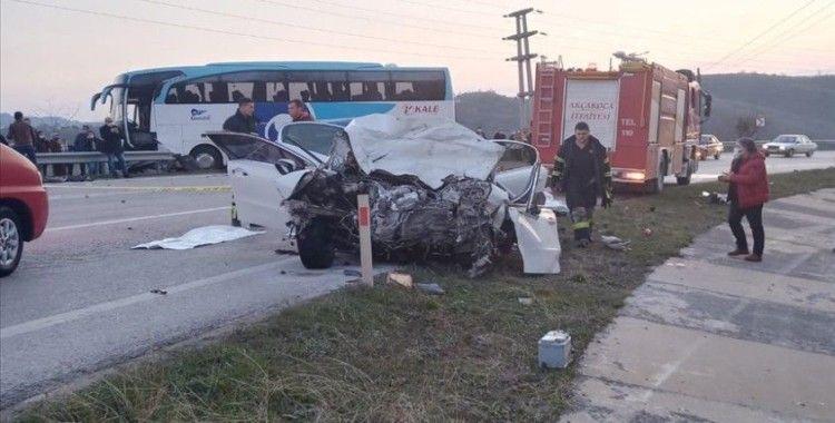 Akçakoca'da otobüs ile otomobil çarpıştı: 3 ölü, 11 yaralı