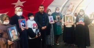 Evlat nöbetindeki aileler, Bakan Soylu'ya taziyelerini iletti