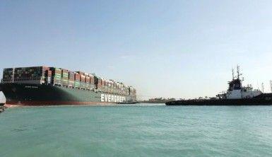 Süveyş Kanalı'nı tıkayan gemi kısmen hareket ettirildi
