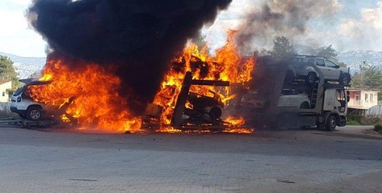 Araç yüklü tır yandı; 7 araç kül oldu