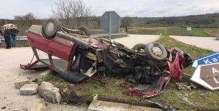 Hurdaya dönen otomobil içerisinde sıkışan sürücü itfaiye ekiplerince kurtarıldı