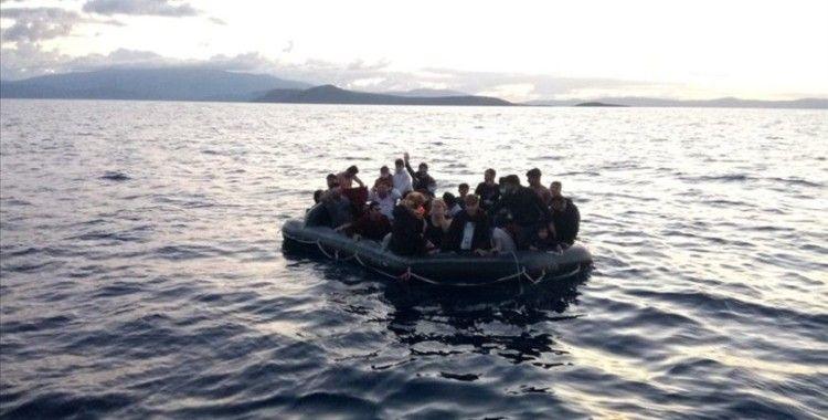İzmir'de Türk kara sularına itilen 37 düzensiz göçmen kurtarıldı