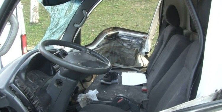 Bağcılar O-3'de sıkışmalı kaza: 1'i ağır 2 yaralı