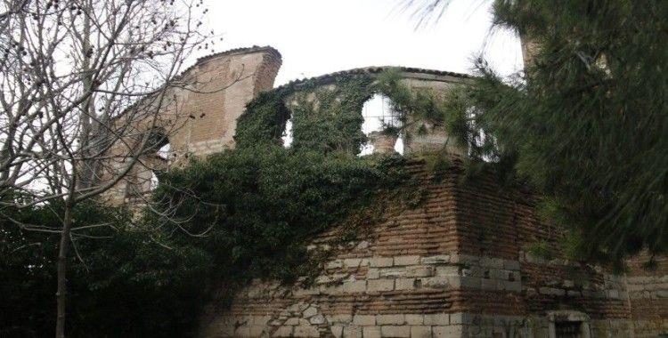 Ayasofya'dan 100 yıl eski İmrahor Camii içler acısı halde