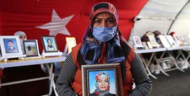 Diyarbakır annelerinden Fatma Akkuş: Sizden kalem aldılar, silah verdiler