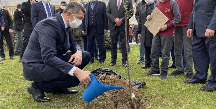 """Bakan Selçuk: """"Bu bir rekor, Türkiye'de hiç bu kadar fidan almamıştım"""""""