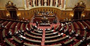 Fransa Senatosu'ndan 'cumhuriyetin ilkelerine karşı çıkan' yabancılara oturum belgesi verilmemesi kararı