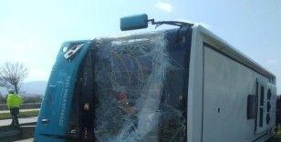 Test sürüşü yapılan otobüs yoldan çıkarak devrildi