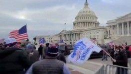 Pelosi, Kongre Binası saldırısında ölen polis onuruna Kongre'de bayrakların yarıya indirilmesini istedi