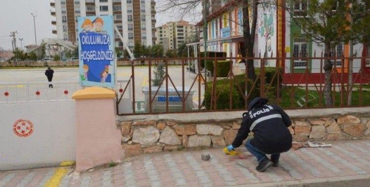 Çocuklarının okulunun önünde kayınpederini öldürdü