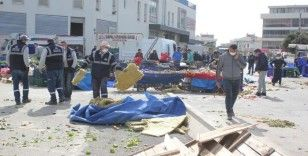 Facianın eşiğinden dönüldü: Fırtına nedeniyle çatı, pazaryerinin üstüne düştü