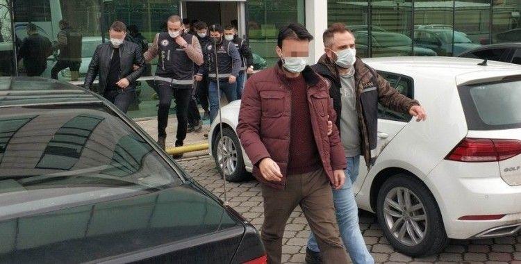 FETÖ'den gözaltına alınan 1'i avukat 6 kişi adliyede