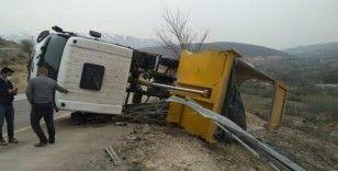 Malatya'da hafriyat kamyonu devrildi: 1 yaralı