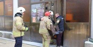 Fatih'te yaşlı adam caminin lavabosunda mahsur kaldı