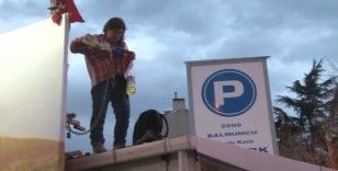 Şişli'de korku dolu anlar: Boynuna benzin dolu şişe bağladı, intihara kalkıştı