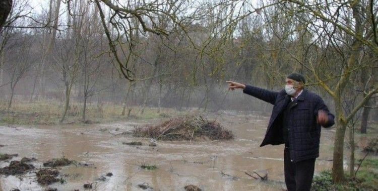 Domaniç'te dereler taştı, tarım arazileri sular altında kaldı