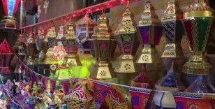 Mısır'da 'Ramazan fenerleri' dükkanları süsledi
