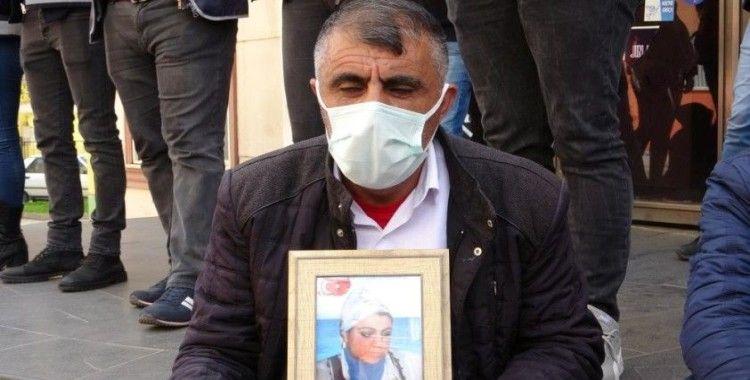 Evlat nöbetindeki baba Biçer: 'HDP ve PKK'nın yalanlarına kanma, dön kızım'
