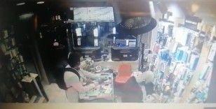 """İstanbul'da """"esnafın kabusu"""" Cezayirli telefon hırsızı yakalandı"""