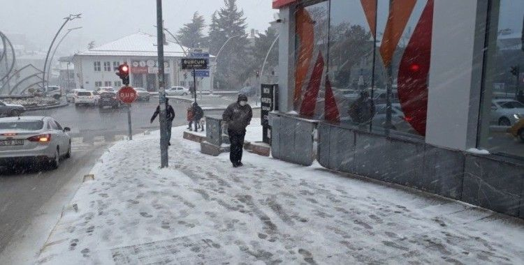 Yozgat'ta kar yağışı etkili oluyor