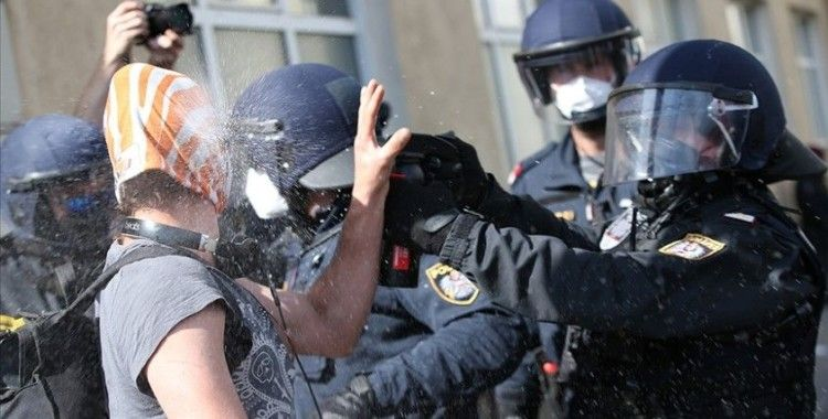 Avusturya'da Kovid-19 önlemleri karşıtları polisle çatıştı