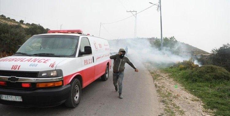 İsrail güçleri Batı Şeria'da Filistinli bir çocuğu plastik mermiyle gözünden vurdu