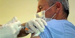 Covid-19 ilk doz aşıyı olduktan sonra virüse yakalananlara sil baştan aşı uygulaması