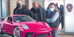 Pembe Porsche'lu dolandırıcılık çetesi lideri!