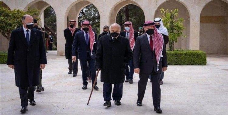 Ürdün'de 'darbe girişimiyle' suçlanan Prens Hamza ilk kez Kral Abdullah'la görüntülendi