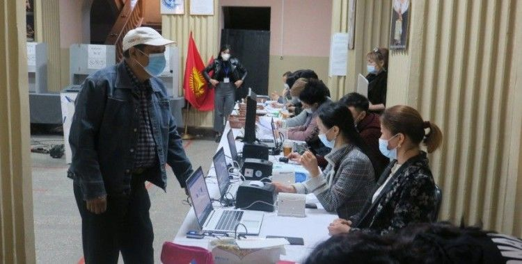 Kırgızistan'da halk Anayasa değişikliği referandumu için sandık başında