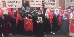 Yüreği yanık bir anne daha HDP önündeki evlat nöbeti eylemine katıldı