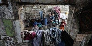 Gazze'de derme çatma barakada yaşayan 10 çocuklu Filistinli anne: Ramazanda tek yiyeceğimiz patates, domates