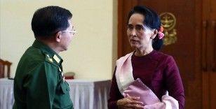 Arakan Rohingya Birliği Başkanı Uddin, ordunun Suu Çii'yi tuzağa düşürdüğünü söyledi