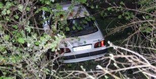 Kaza yapan otomobil köprüden uçtu