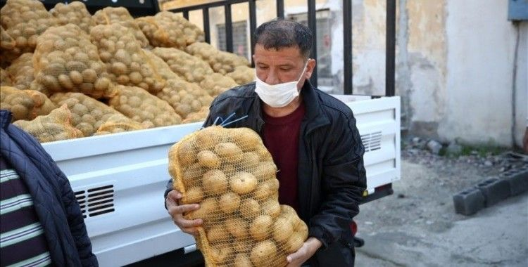 TMO'nun çiftçiden aldığı patateslerin Adana'da ihtiyaç sahiplerine dağıtımına başlandı