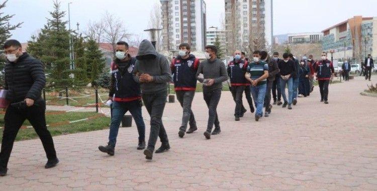 Hastanede terör estirmişlerdi 2'si tutuklandı 7'si serbest kaldı