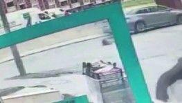 7 yaşındaki kız çocuğuna otomobil çarptı, Kaza anı kameraya böyle yansıdı