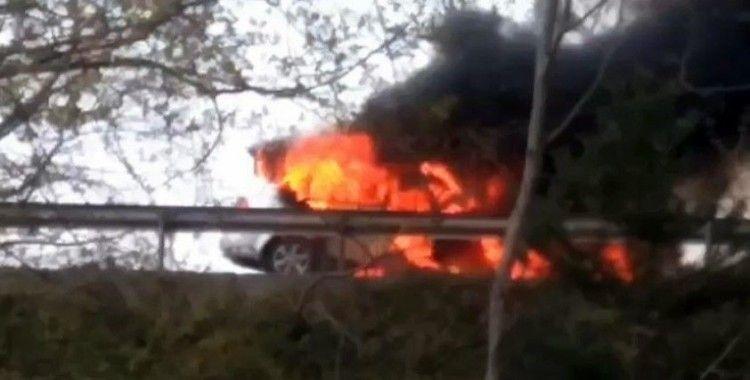 TEM Otoyolunda araç alev alev yandı