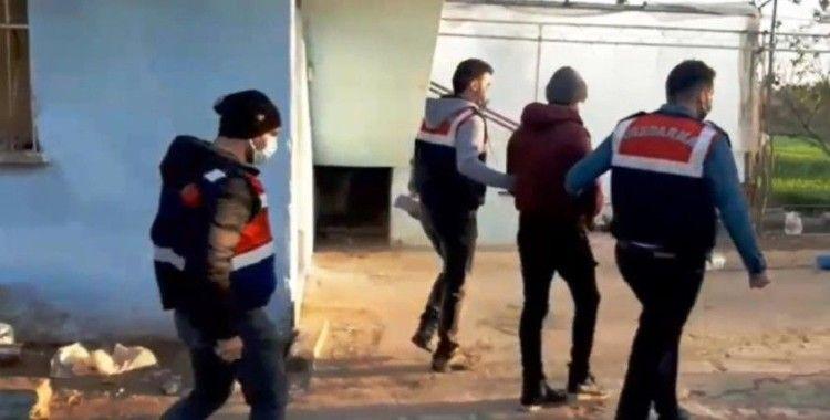 Terör örgütü PKK'ya finansman ve eleman temin eden 2 şüpheli İzmir'de yakalandı