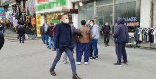 Ucuz baklava virüsü unutturdu, sosyal mesafe hiçe sayıldı