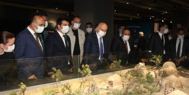 Bakan Karaismailoğlu Hasankeyf yeni yerleşim yerlerinde incelemelerde bulundu