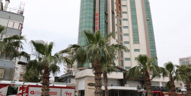 Antalya'da 11 katlı otelin çatısından çıkan dumanlar korkuttu